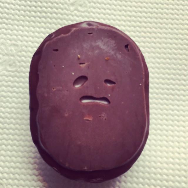 Opppss çikolata... Kim demiş siz mutlu oluyorsunuz diye çikolatalar da mutlu olur!